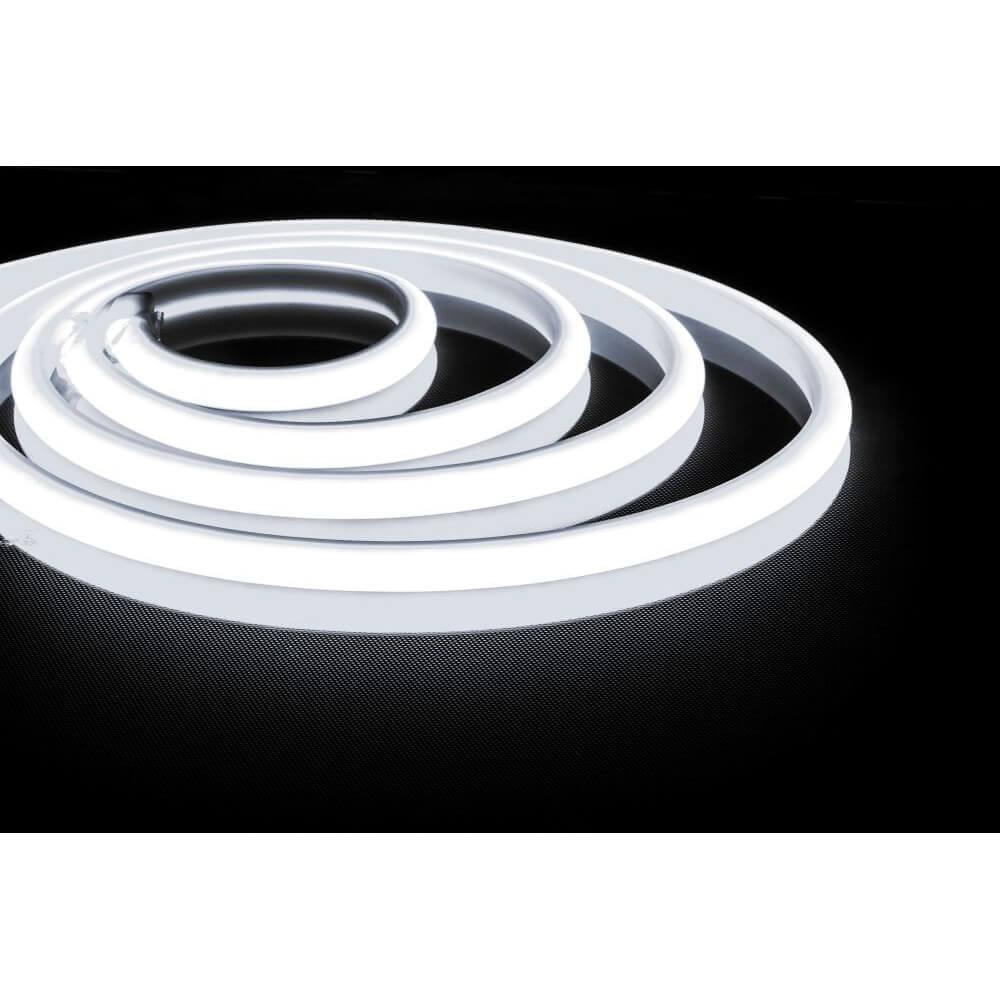цена Светодиодная неоновая влагозащищенная лента Feron 14,4W/m 180LED/m 2835SMD холодный белый 5M LS651 32107 онлайн в 2017 году