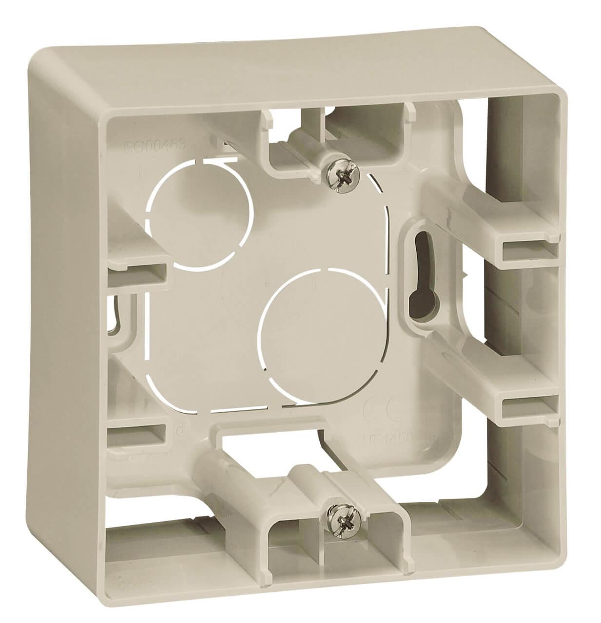 Коробка для накладного монтажа 1-постовая Legrand Etika слоновая кость 672520 бокс для накладного монтажа rexant bn 01 бежевый